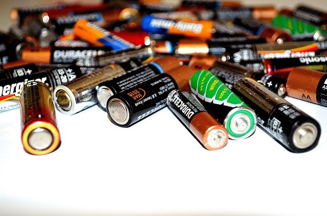 Batterien bei Personenwaagen wechseln - so geht's (Mit Herstellern)