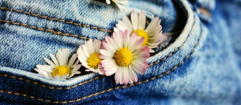 Wie viel wiegt eine Hose? (Jeans, Latzhose, Stoff und Andere)